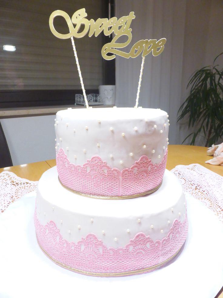 Hochzeitstorte mit essbarer Spitze