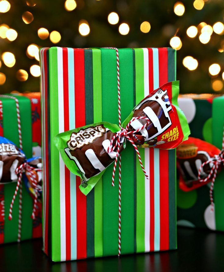 More Unique Gift Ideas and a fun way to gift wrap not just for the Christmas goliday season but any theme any time. Adding a special candy treat to your packaging – such as this M&Ms bow. . • Creative Birthday gift wrap ideas & tutorial • beautiful bow techniques for kids and adult • Creative and luxury presents for men and woman • funny and professional gift wrapping for wedding and any occasion • #giftswrappingdiy #giftswrappingbows #professionalgiftswrapping – Ana