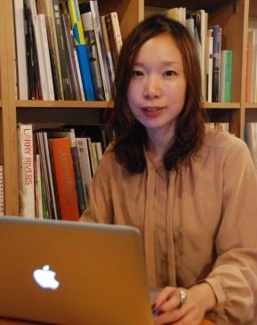 弘川 有希絵  Yukie Hirokawa    国際教養大学卒業。アメリカ・イギリス留学を経て、現在は翻訳家として活動中。  日本の大学でありながら、すべての講義を英語で行う国際教養大学生活の経験を生かし、  2010年よりグローバルブルーのビジネスパーソン向けトレーニングに携わる。  2012年10月、新たに「ザ・外国」プロジェクトのメンバーとしても活動をスタート。