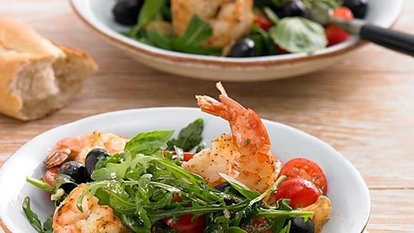 Riesengarnelen oder auch Gamberetti auf einem Salatbett dekoriert beeindrucken jeden Gast. Ob als Vorspeise oder leichte Hauptmahlzeit - einfach köstlich. #LoveAtFirstTaste https://youtu.be/xwx7NnPQ44U http://myflavour.knorr.com/de-DE/profiler