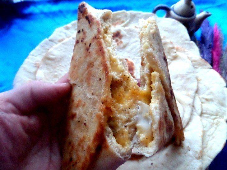 Фото к рецепту: Ёка, армянская закуска из лаваша