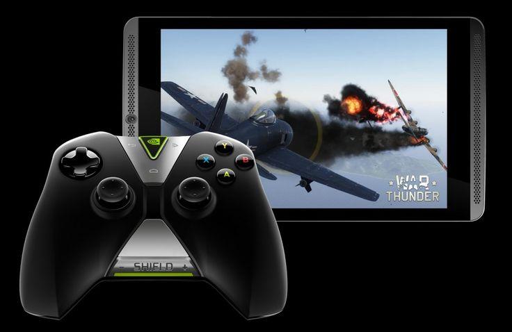 Tablet SHIELD jest wyjątkowy, gdyż został stworzony specjalnie dla graczy. Wyposażono go w jasny, 8-calowy wyświetlacz o rozdzielczości Full HD, skierowane w stronę użytkownika głośniki zapewniające bogaty dźwięk oraz opcjonalne etui, które jednocześnie chroni ekran i umożliwia ustawienie tabletu pod wybranym kątem.