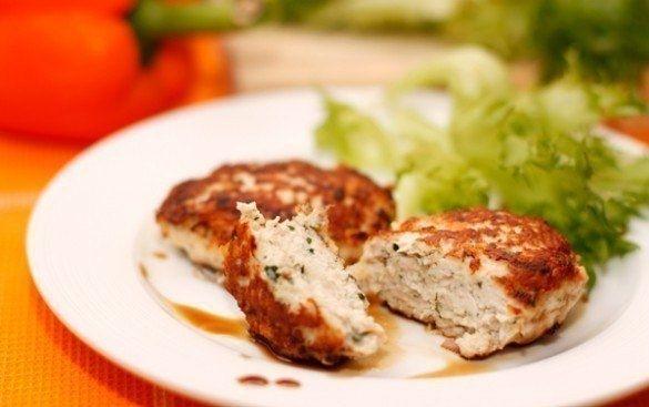 Фото к рецепту: Рецепт сочных и вкусных куриных котлет
