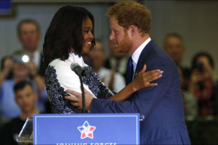 La plus chaleureuse    Le prince Harry est arrivé ce mercredi 28 octobre aux États-Unis où il effectue une visite éclair pour promouvoir ses Invictus Games. Il y a été accueilli par la First Lady herself, Michelle Obama, et par Jill Biden, l'épouse du vice-président des USA, qui l'ont conduit à Fort Belvoir, une base militaire de Virginie. Puis il a rencontré le président Barack Obama.