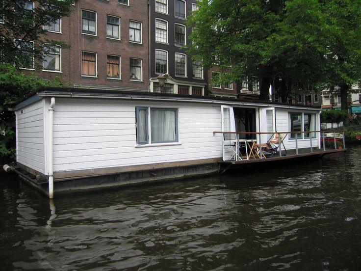 Oltre 25 fantastiche idee su case galleggianti su for Case modulari molto compatte
