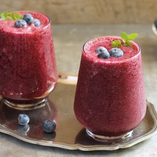 POPULAR BREAKFAST SMOOTHIES FEATURING Blueberry Banana Smoothie