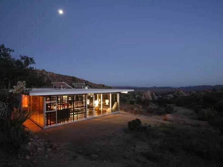 10: Off-grid house - California, USA