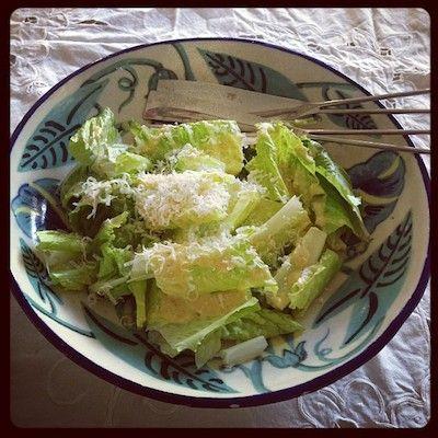 Salada de alface romana com molho cremoso de limão