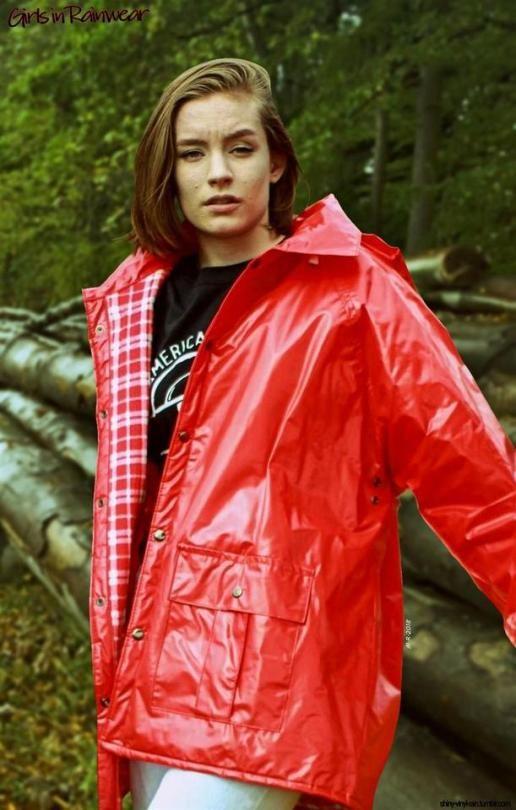 2fcdf3289b536c Shiny Raincoat Girl | Red Plastic, PVC/Vinyl in 2019 | Regenjacke,  Regenkleidung, Regenmantel