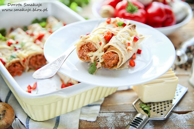 Pełnoziarniste naleśniki zapiekane z mięsem w pomidorach
