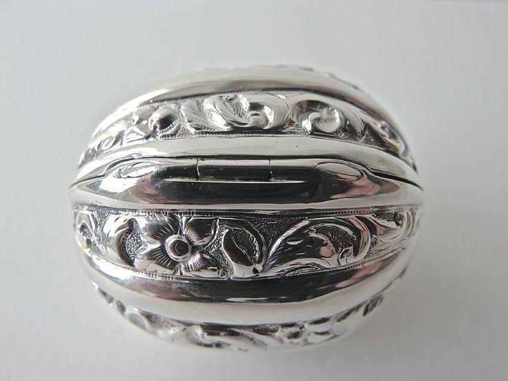 Rare Pristine Novelty Victorian Silver Nutmeg Grater | 241000 | Sellingantiques.co.uk