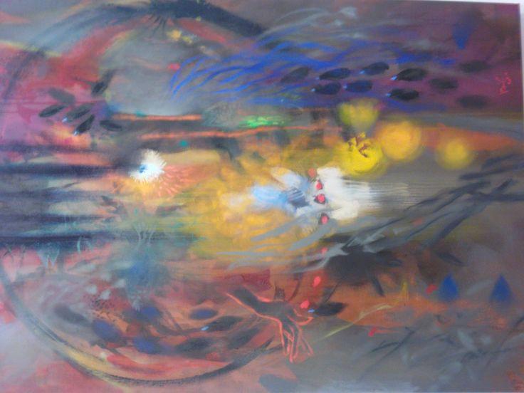 Esta exposición retrospectiva reúne pinturas compuestas con la libertad formal que el pintor indígena de formación académica ha sabido derivar del expresionismo y de la abstracción.  La primera exposición retrospectiva del pintor Carlos Jacanamijoy se expone