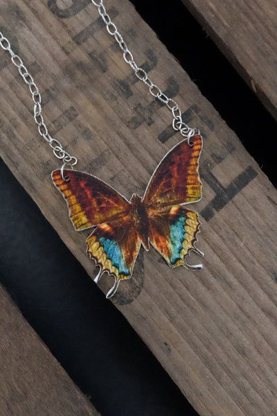 Colourful handmade vintage butterfly necklace by Little Rat´s Boutique. #handmade #diy #jewellery #jewelry #vintage #etsy #statementnecklace #butterfly #wings