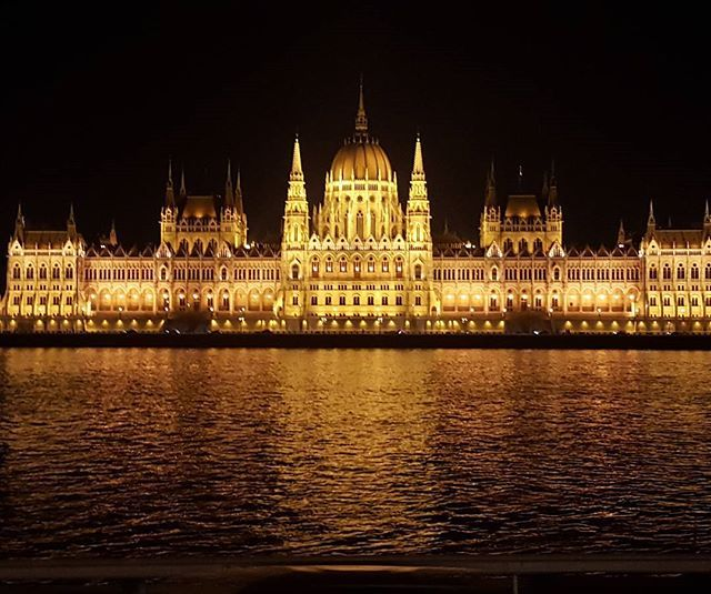 Hello Budapest  Can't wait to explore the City more   #budapest #budapestagram #budapesta #budapestbynight #budapestatnight #travel #travelingram #travelstagram #explore #exploreeurope #europetravel #budgettravel #citylife #cityscape #cityatnight #beautyful #beauty #beautybloggers #bbloggers #romanianblogger #blogger #instalife #instaday #instadaily #instapic #picoftheday #pictureoftheday #beauty  #beautyfulplace #nofilter