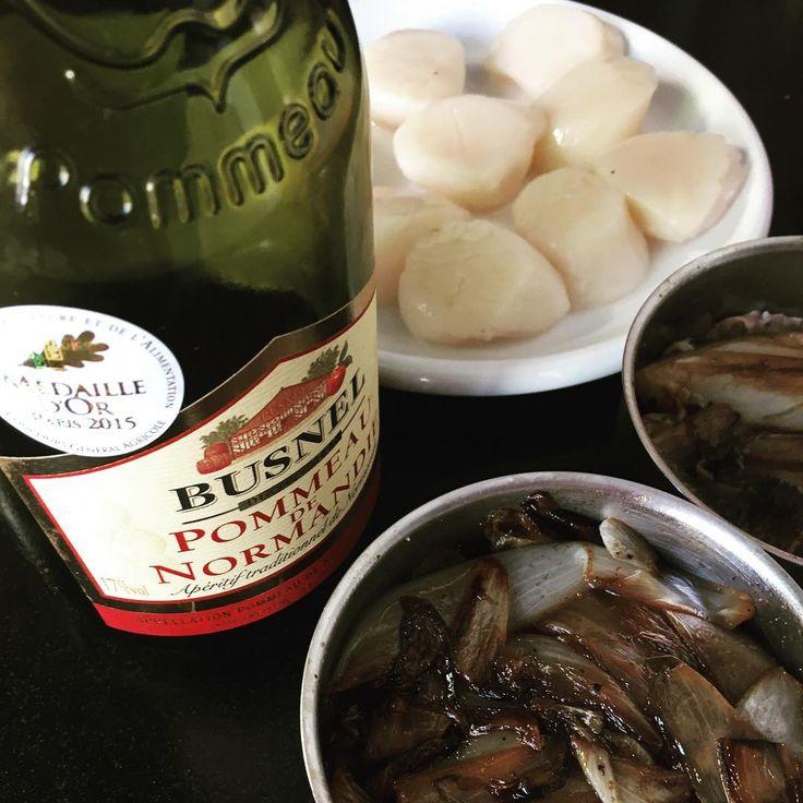 Work in progress ! Création d'une recette : Confit d'endives, Pommeau et coquilles St Jacques 😋 Vive la Normandie !!! À suivre ... @calvados_normandie  @calvadosdepartement @caenofficiel - - - - - #endives de pleine terre #coquillestjacques #cuisine #locavore  #saison #ouistreham #pommeaudenormandie #produitslocaux #marché #foodlover #foodblogger