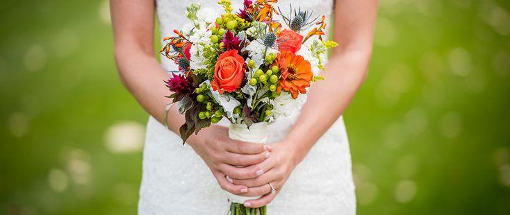 Heiraten am Standesamt: Alles zu den Themen Kosten, Anmeldung und Unterlagen. Wir haben Tipps, was ihr über eine Hochzeit auf dem Standesamt wissen müsst.