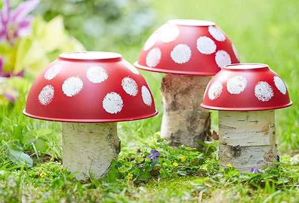 DIY Garden Mushroom out of Tree Stumps