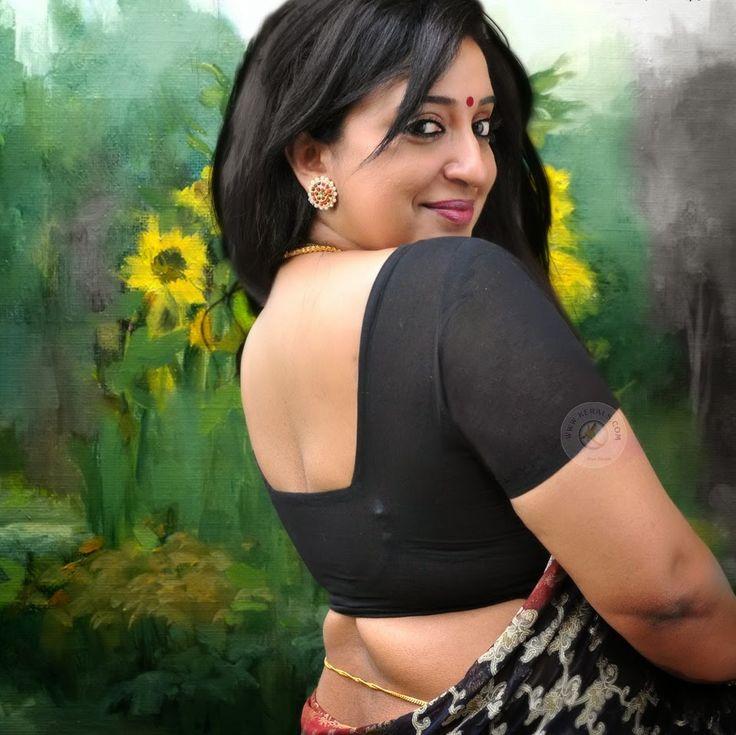 sexy mallu little ladies puzy in saree