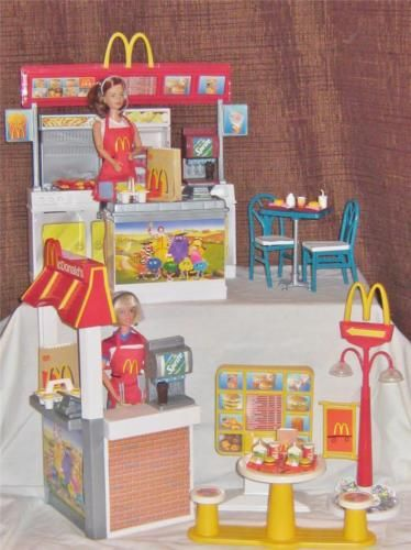 2001 Barbie Mcdonalds Play Set Complete With Dolls Midge