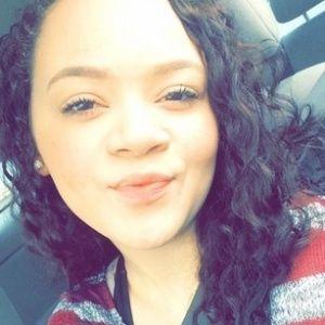Uma adolescente do Texas, nos Estados Unidos, foi demitida do emprego em uma pizzaria antes mesmo de começar. Um dia antes do primeiro dia do trabalho, Cella fez um comentário no Twitter que não agradou o seu futuro/ex-chefe, que acabou usando a própria rede social para demitir a funcionária.