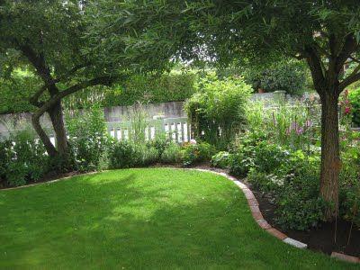 Hallontrollets trädgård: snygga tegelstenskanter!