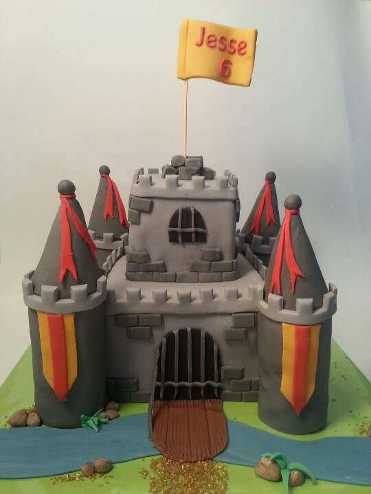 This is a cake, but it could be done with boxes for the kids to play with small knights.