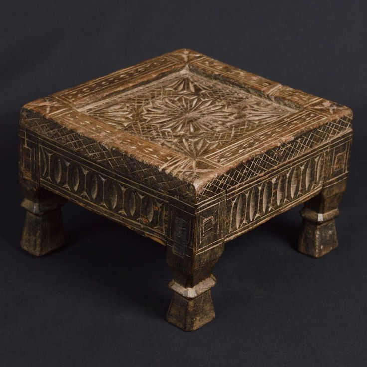 Small table from the Pakistani Punjab, wood inlaid with geometric motifs. Size: 26 x 26 x 16 (H) cm.