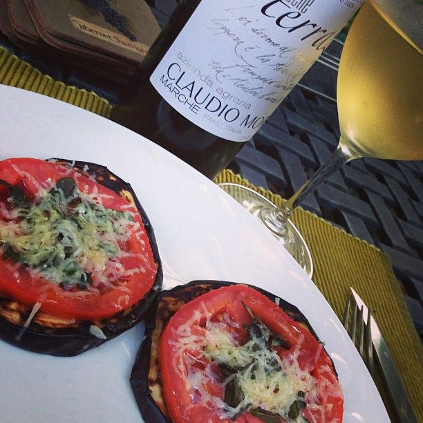#eggplant #tomato #caciocavallo #basil #antipasti with #vinobianco from #bianchellodelmetauro #marche