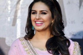 "New Delhi : Actress Huma Qureshi, who launched the Moonlight watch collection by Titan Raga here, confesses to being a watch collector with a love for beautiful pieces and deems it one of the must have accessory for her to stay stylish. ""I am a watch collector and I love beautiful watches. I think watches go for any look, be...  Read More"