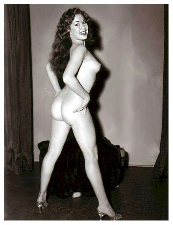 Striptease totalement nude bourbon st