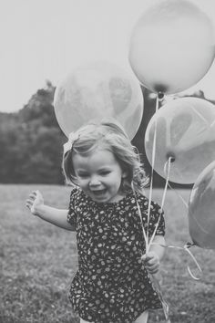 Two-year-old outdoor photography session - ballons   by Poetic Portraits {www.poetic-portraits.biz}