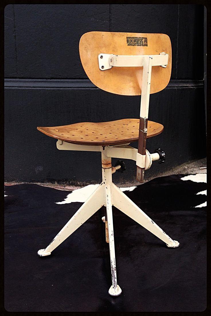 Chaise d'architecte chaise d'atelier Jean Prouvé année 30 experfi piètement métal assise et dossier en bois