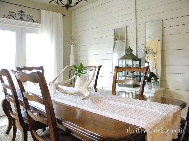 Cottage Decor. DIY White Plank Walls