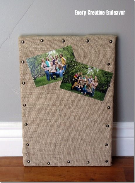 DIY cork board with burlap.  Going to make one of these to hang my calendar on.