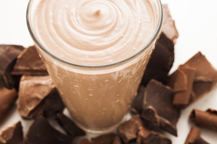 Batido con NutraStart® sabor  a chocolate y mantequilla de  cacahuate/maní - 2 cucharadas de NutraStart sabor a chocolate,  1 cucharada de crema de cacahuate/maní,  1 taza de leche (coco, almendra, o descremada).  Opcional: ½ taza de hielo. Mezcle todos los ingredientes en la licuadora.