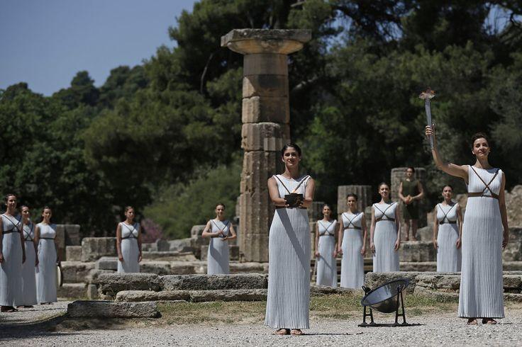 Rio 2016 Olympic Flame is lit in Greece - Sala de imprensa (news)