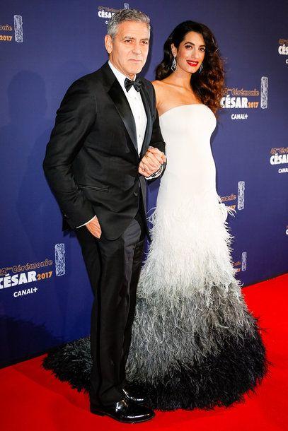 Schwanger auf dem Roten Teppich. Deshalb lieben wir den Style von Amal Clooney! Weitere Looks auf VOGUE.de