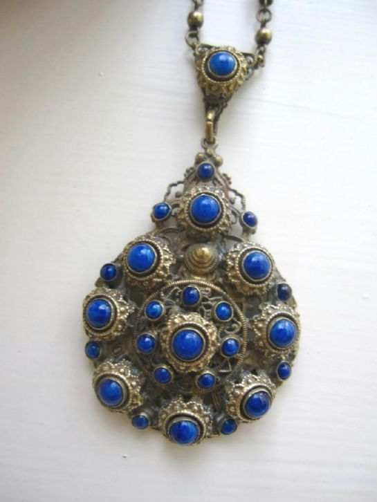 antieke ketting met blauwe stenen uit tsjecho-slawakije