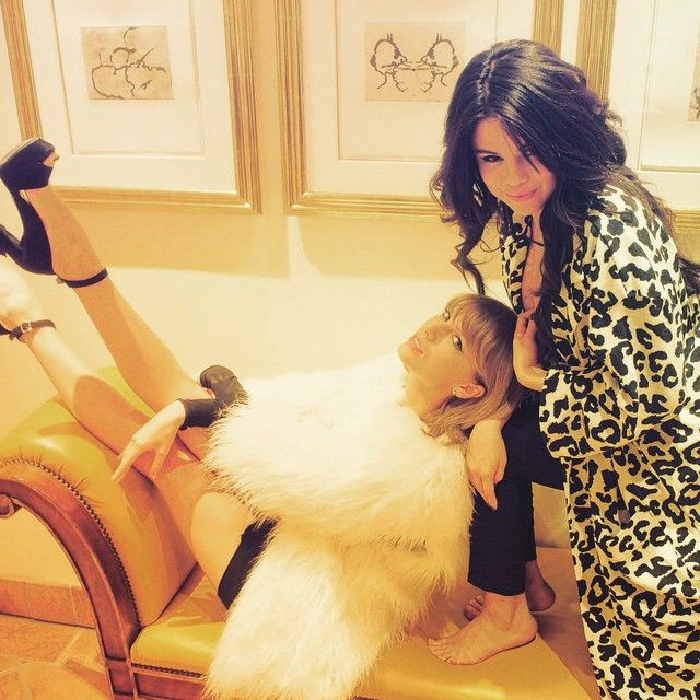 Pin for Later: We'll Just Take One of Each Item From Selena Gomez's Spring Wardrobe A Leopard-Print Trench Coat