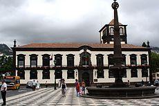 Fachada principal da Câmara Municipal do Funchal.