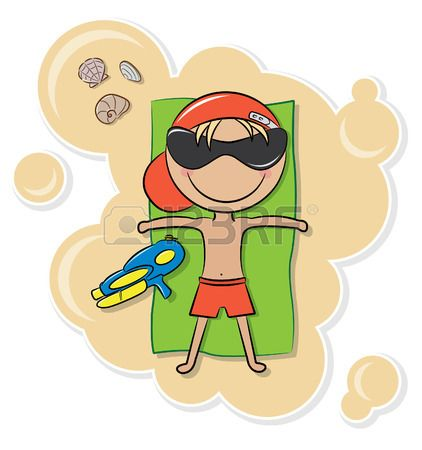 Alegre chico lindo relajarse en la playa despu s de juego con pistola de agua  Foto de archivo