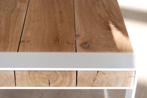 Hecho a mano de madera y mesa de acero. Diseño minimalista