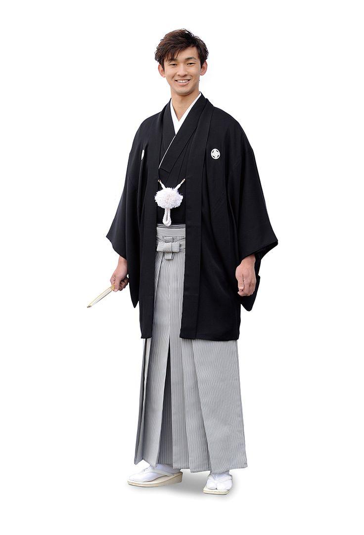 季節に関係なく男性の第一礼装である、黒羽二重地の紋付です。 日向五つ紋を白く染め抜いた長着に縞柄の袴を合わせ、 同じく染め抜き日向五つ紋の入った羽織をはおる姿が 最も格が高いとされています。