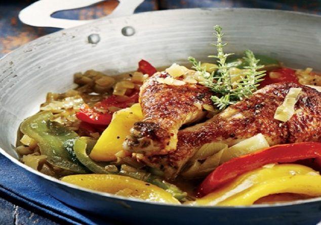 Καλοκαιρινή…κότα με πιπεριές και μπίρα!! Εύκολο φαγητό, πεντανόστιμο και γρήγορο στο στήσιμό του...