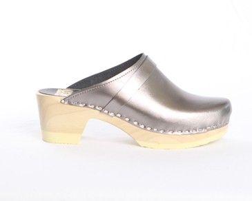 Sven Plain Clog with Strap - Medium Heelhttp://www.remodelista.com/products/sven-plain-clog-with-strap-medium-heel