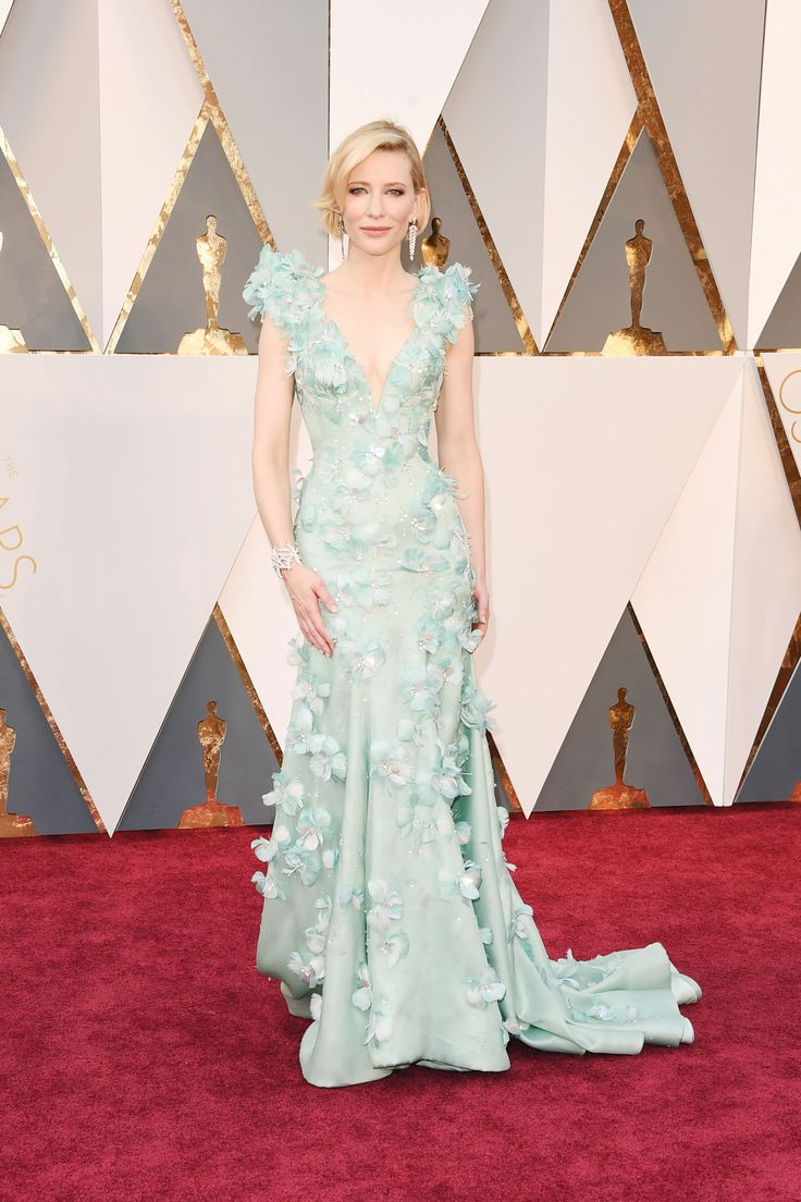 Oscar 2016 Red Carpet: Cate Blanchett in Armani Privé with Tiffany & Co. Jewels and a Roger Vivier clutch