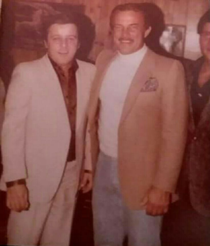 Anthony Spilotro with actor Robert Conrad. (Ross Stanger Collection) (DO NOT COPY!!!)