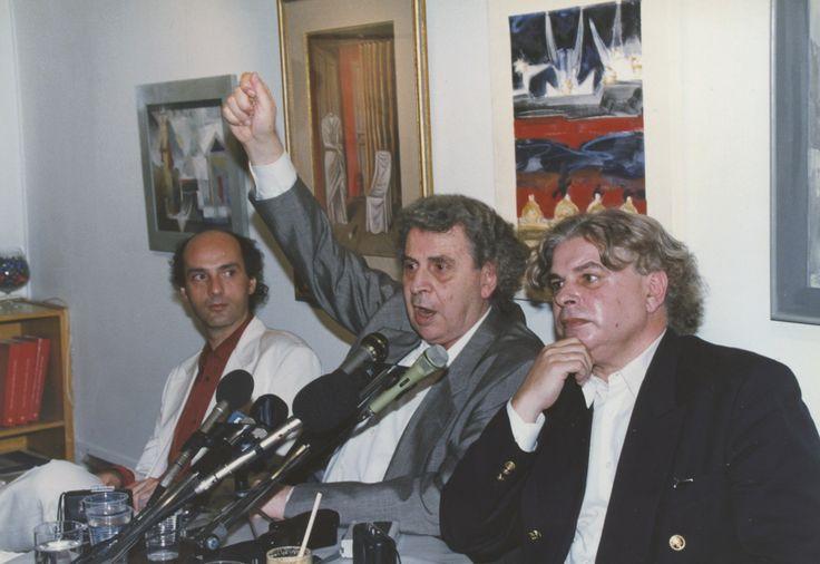 """20/6/1995: Παρουσίαση του βιβλίου """"Δολοφονία Λαμπράκη-Ανέκδοτα Ντοκουμέντα (1963-1966)"""".Ο Νίκος Καρατζάς, ο Μίκης Θεοδωράκης και ο Παύλος Πετρίδης."""