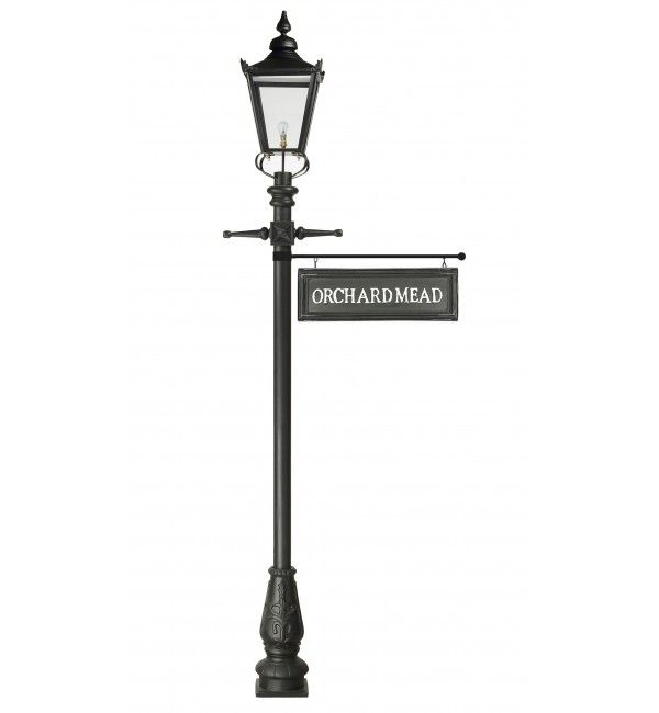 2 7m Victorian Lamp Post With Hanging Sign Victorian Lamps Lamp Post Hanging Signs