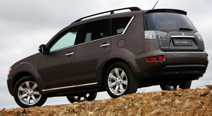 Its arresting design put it streets ahead of the other mid-sized SUV's and affords an amazing freedom above and beyond the reaches of other vehicles. Mitsubishi Outlander.